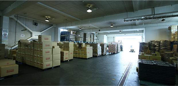 整理整頓・案件ごとに倉庫棚で管理